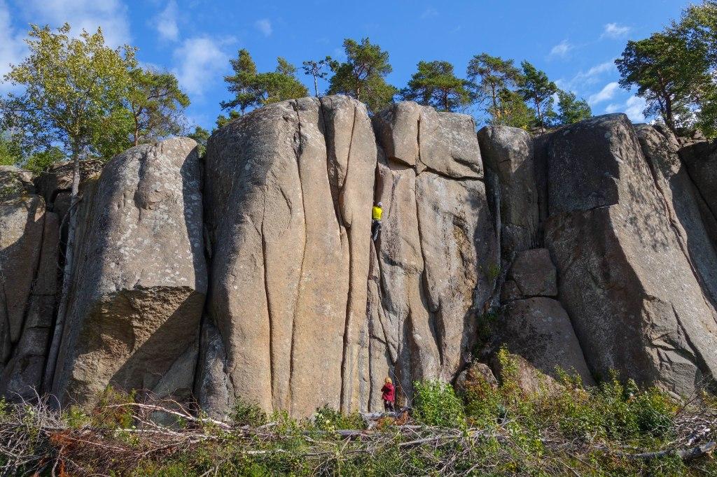Juha on-sighting the classic Pasuuna (6), Hopiavuori,  sometime in 2013.